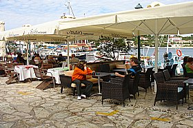 Bars and Cafes in Fiscardo, Eating Drinking and Shopping in Fiscardo, Kefalonia Food and Drink, Kefalonia Travel Guide