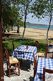 Studios close to tavernas, Hercules Seafront Studios Katelios, Members, Kefalonia Travel Guide