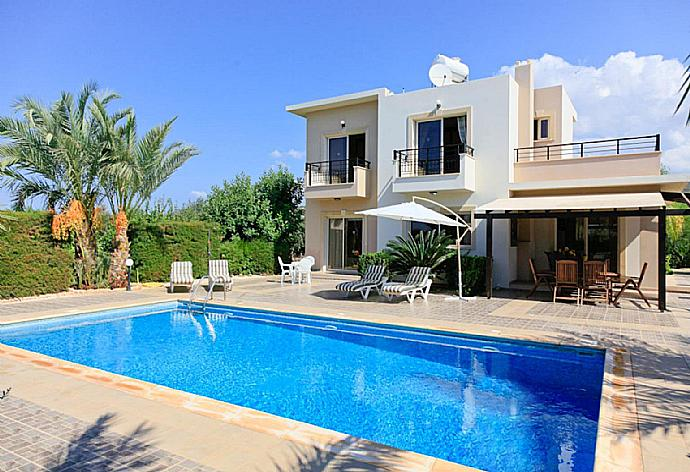 Review for Villa Themis
