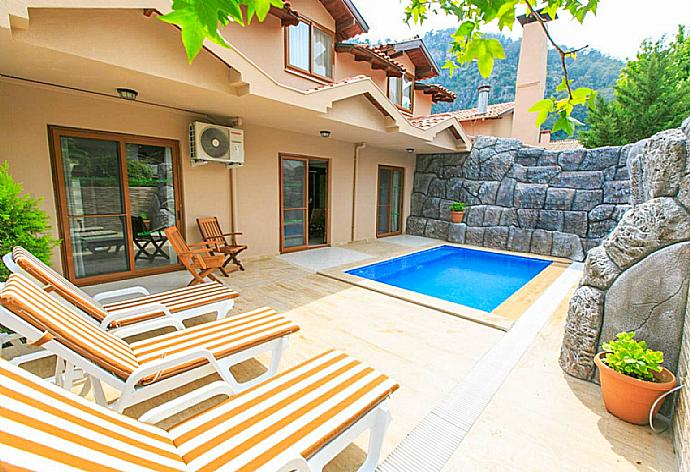 Review for Villa Emel Paradise